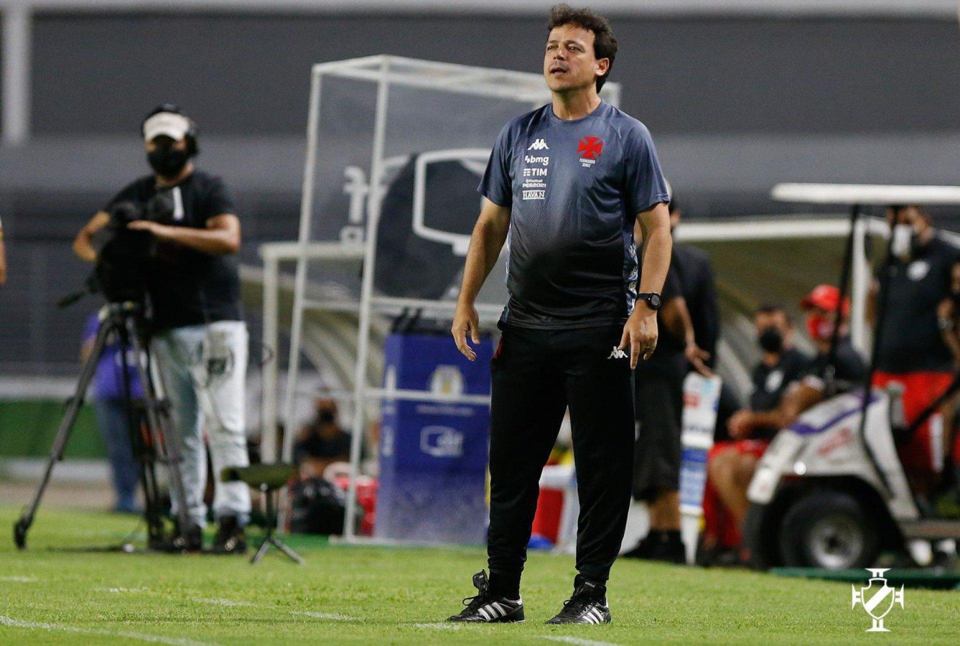 Fernando Diniz lamenta empate sofrido no fim, mas exalta atuação do Vasco: 'Gostei de tudo'