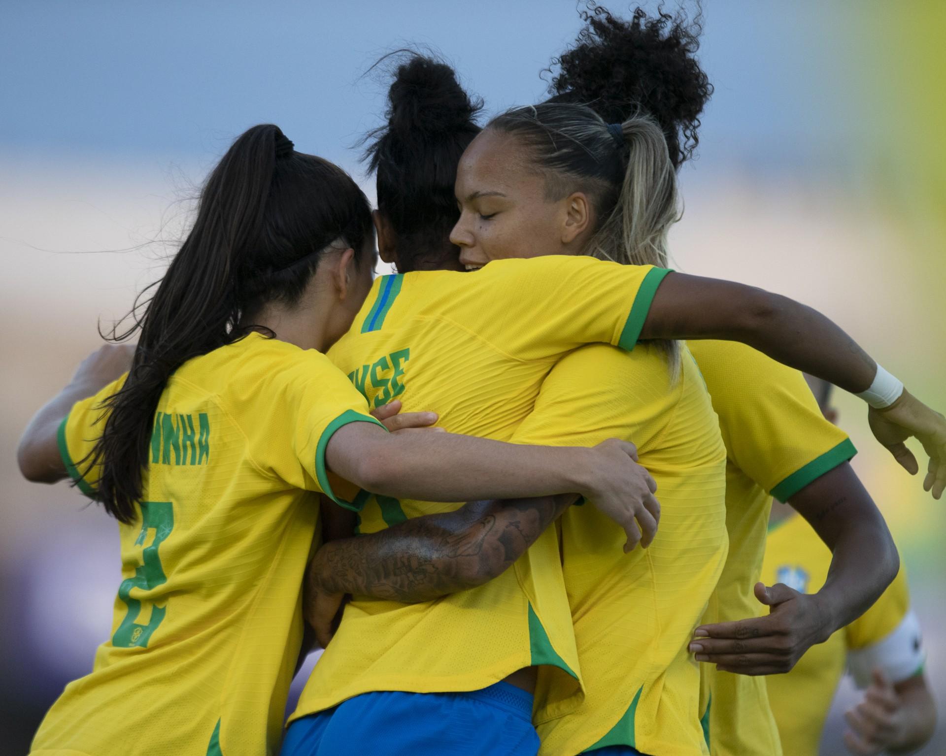 Seleção feminina inicia ciclo pós-Olimpíada com vitória sobre a Argentina