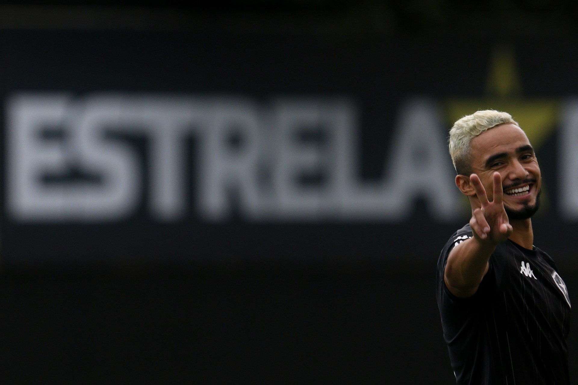 Rafael é regularizado no BID e já pode estrear pelo Botafogo