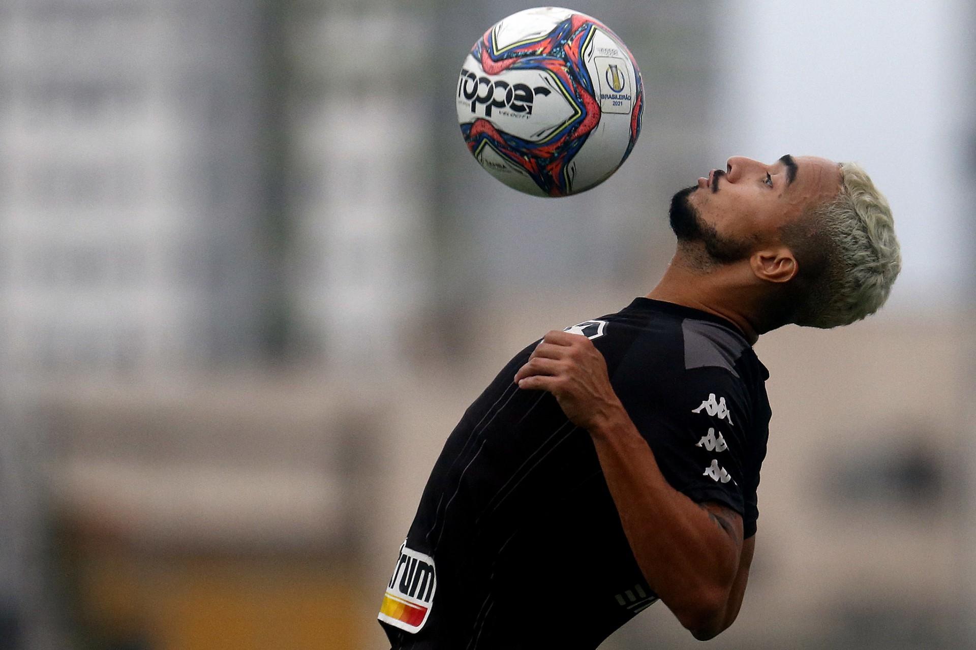 Auxiliar do Botafogo comenta expectativa pela estreia de Rafael: 'Estamos tendo calma, ele precisa estar inteiro'