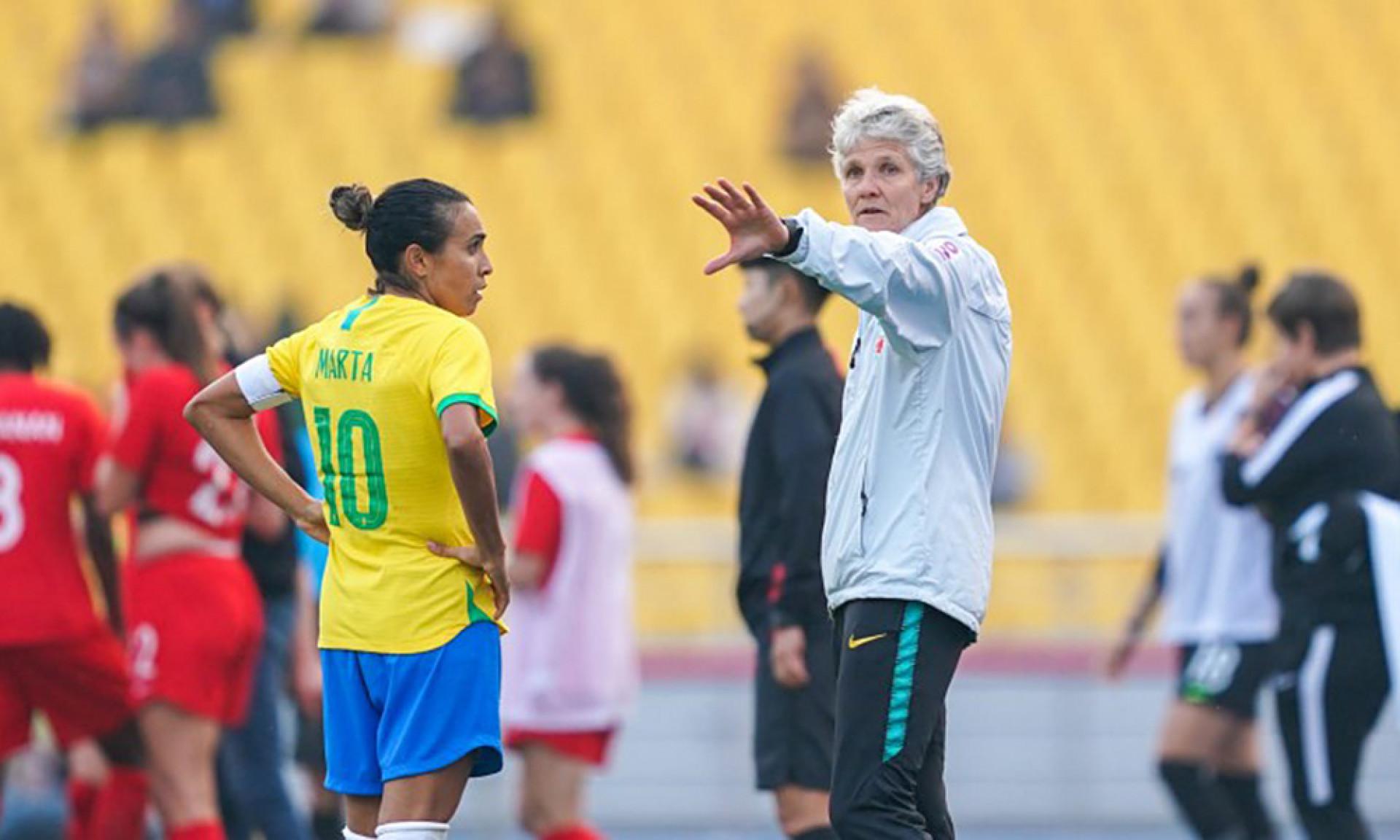Pia planeja nova posição para Marta na Seleção: 'Mais perto do gol, talvez'