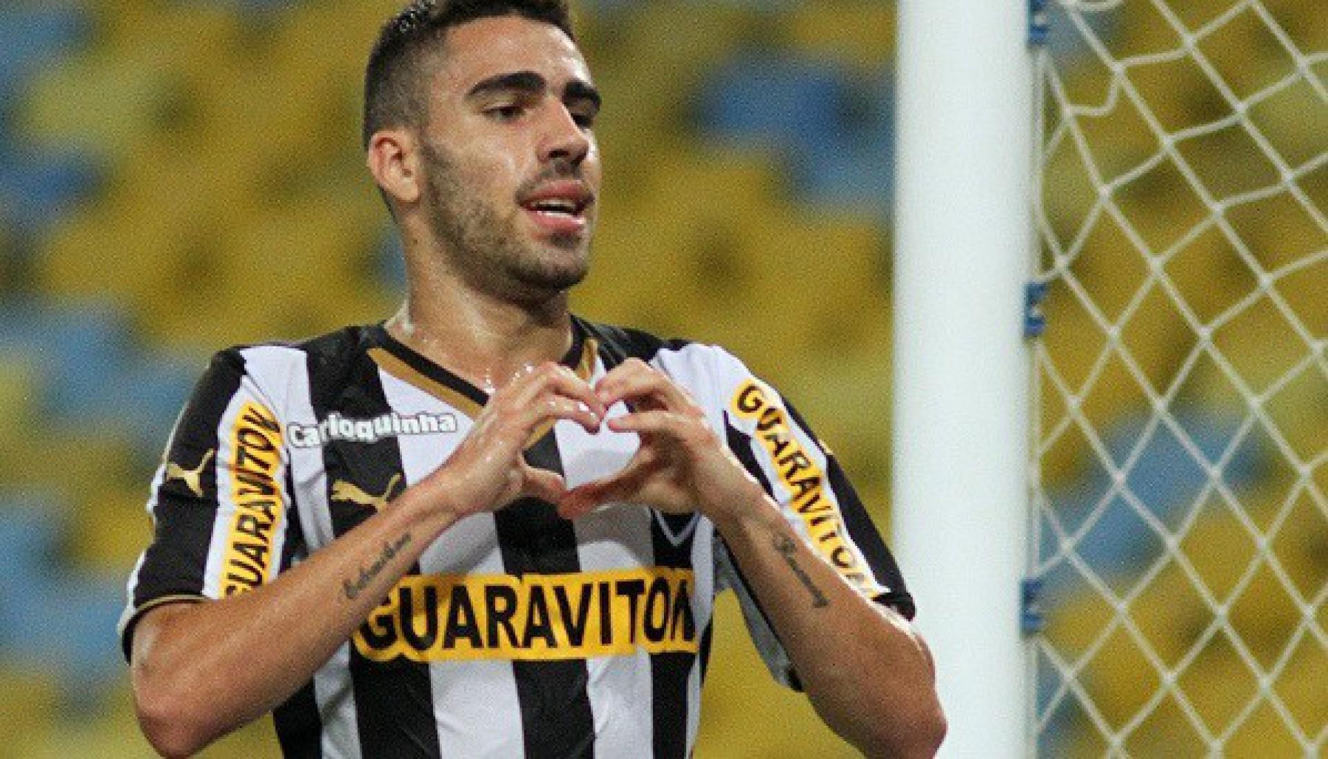 Ex-jogador do Botafogo tem perfil em rede social transformado em memorial de falecidos e família se revolta
