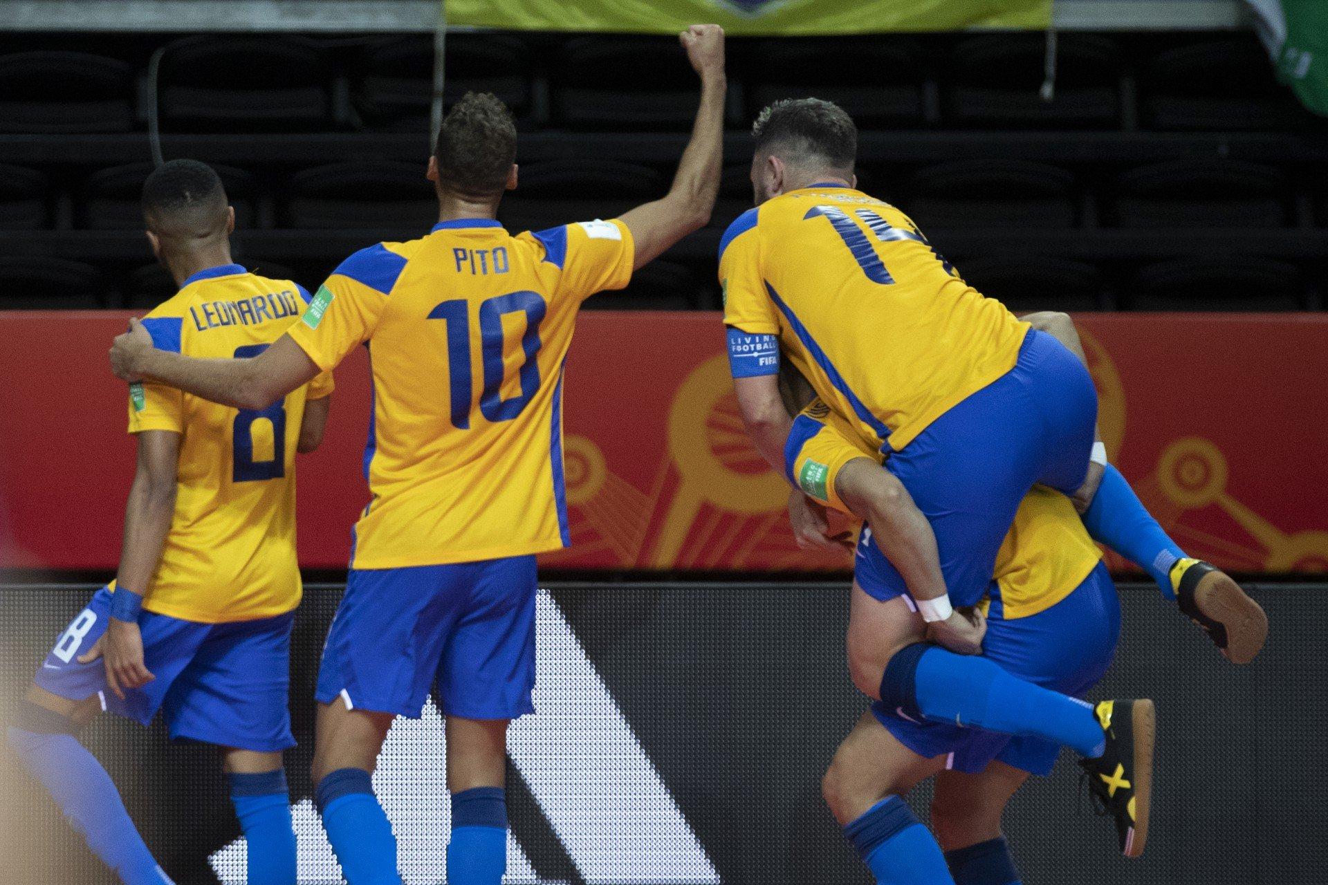 Em duelo acirrado, Brasil vira sobre Japão e vai às quartas na Copa do Mundo de Futsal