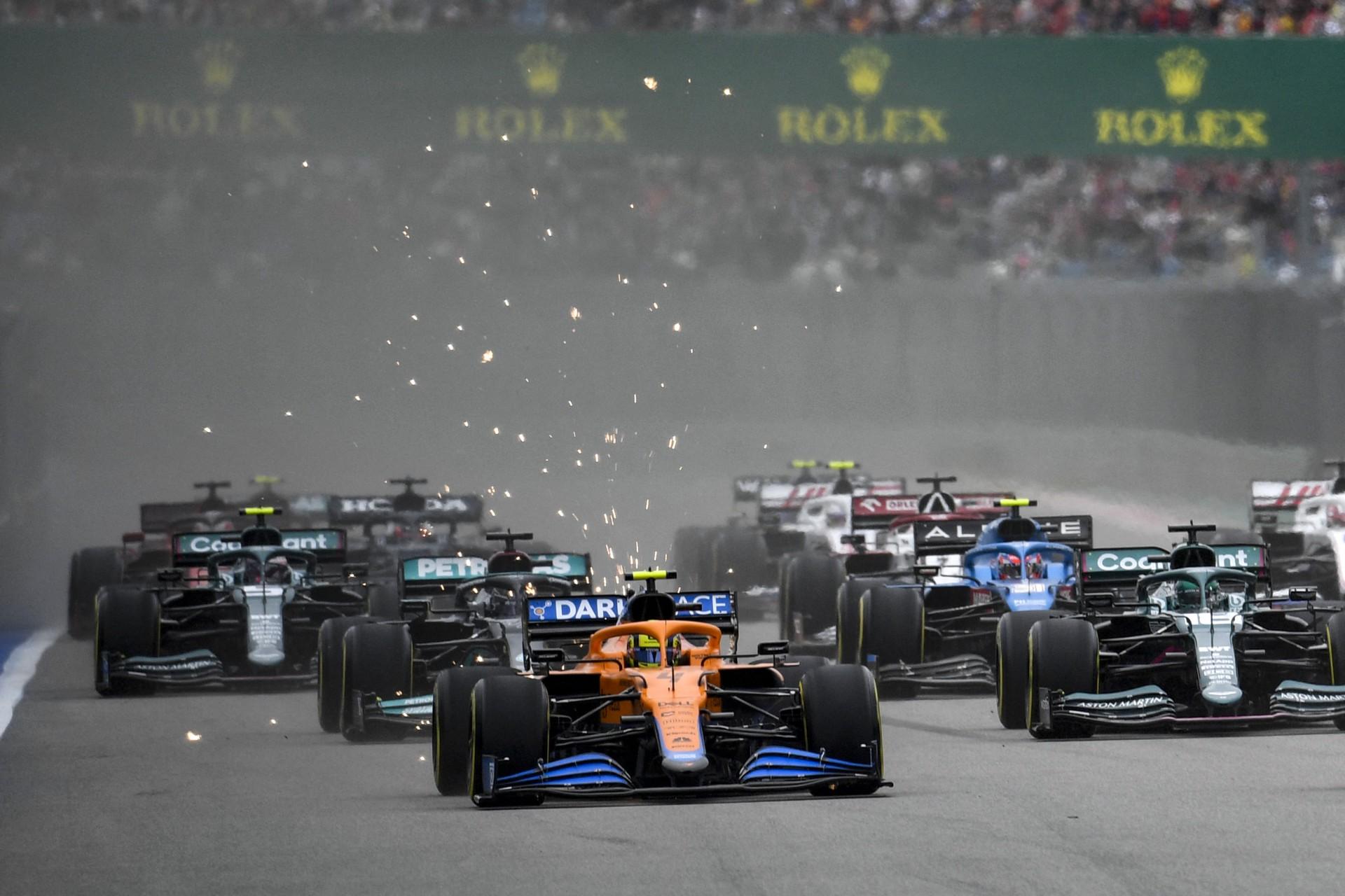 Chuva no fim do GP da Rússia ajuda e Hamilton chega a 100 vitórias na F-1