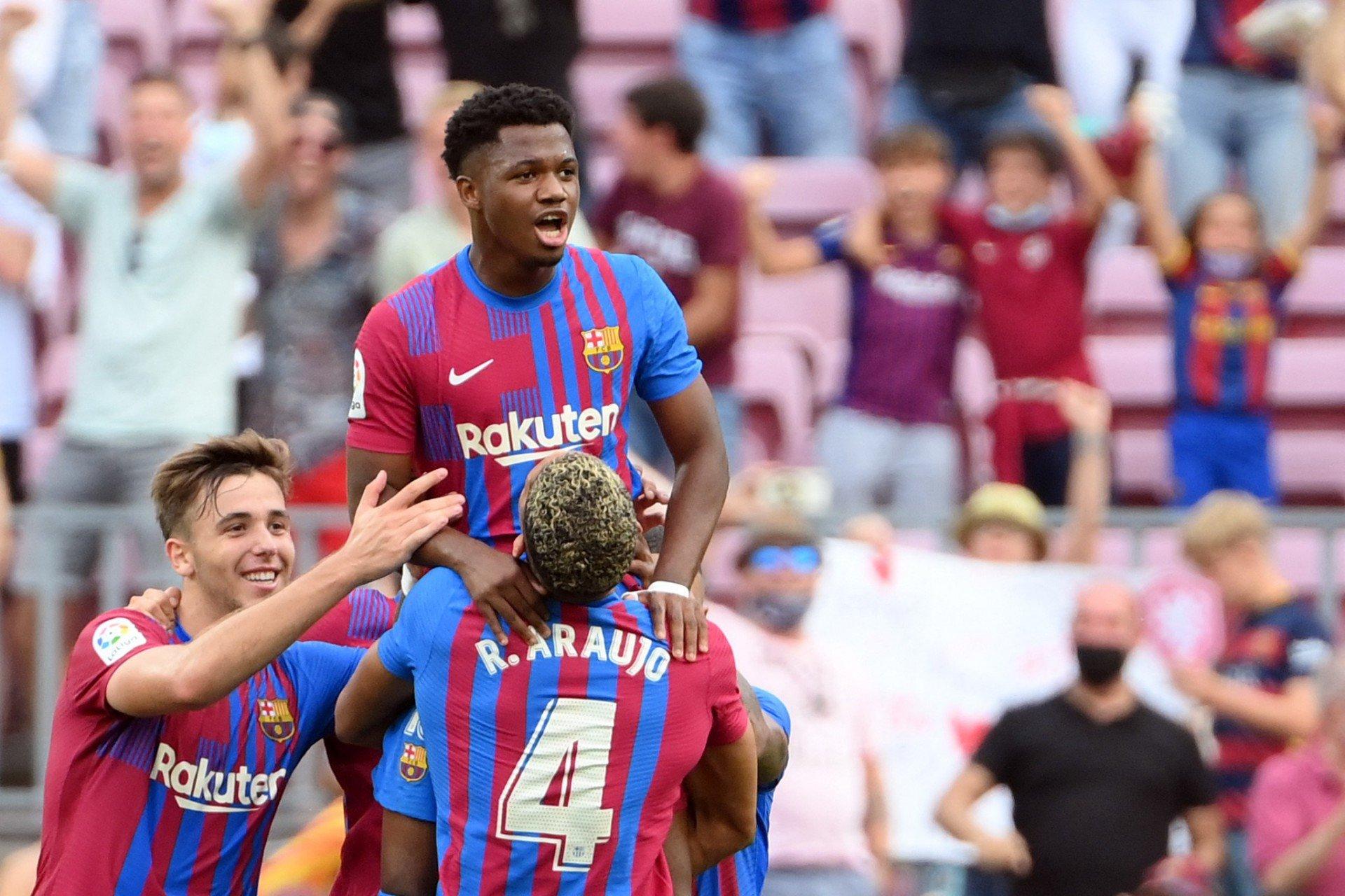 Herdeiro de Messi? Dono da 10, Ansu Fati tem volta triunfal em vitória do Barça