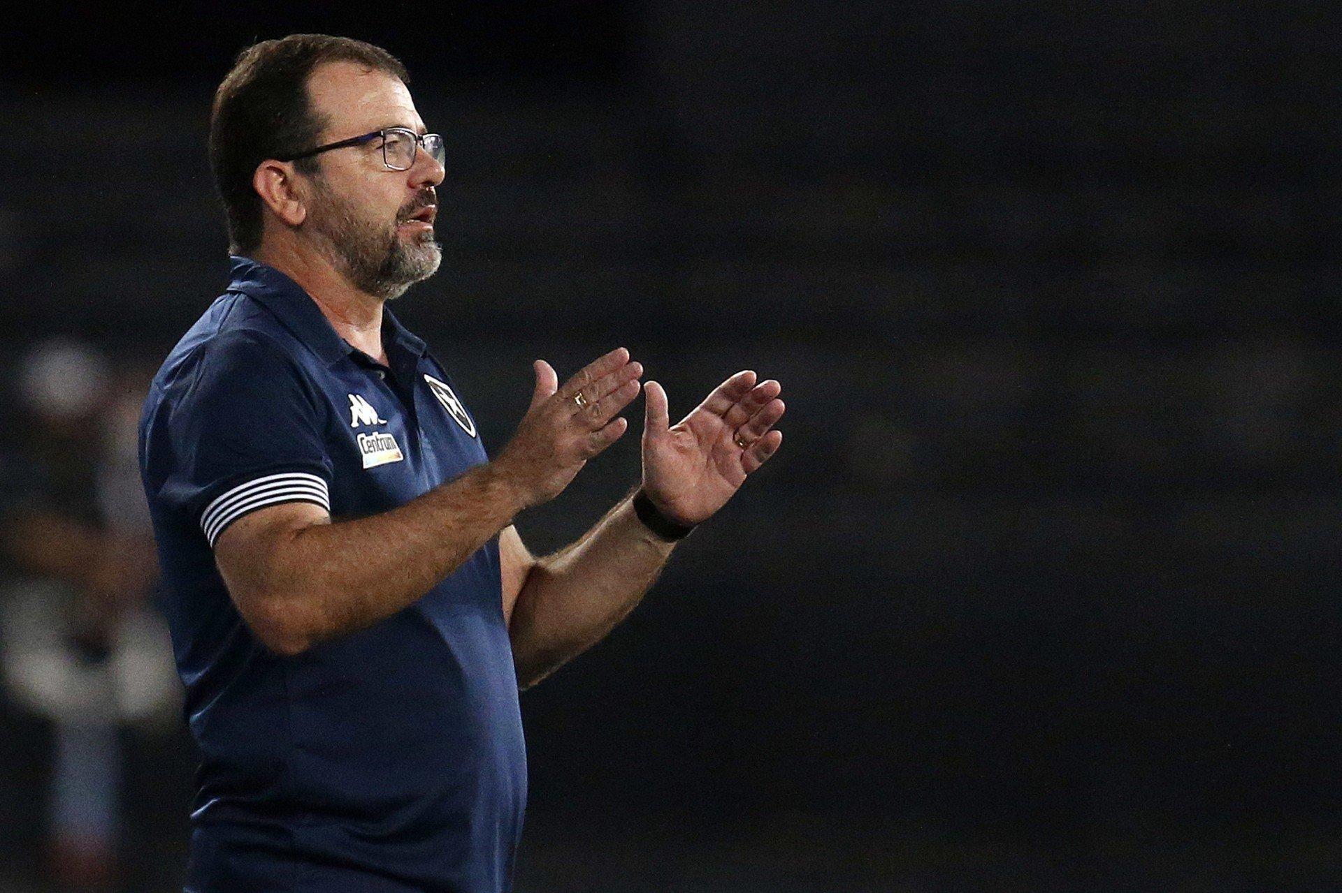 Enderson fala sobre queda de rendimento do Botafogo: 'Não conseguimos voltar tão bem'