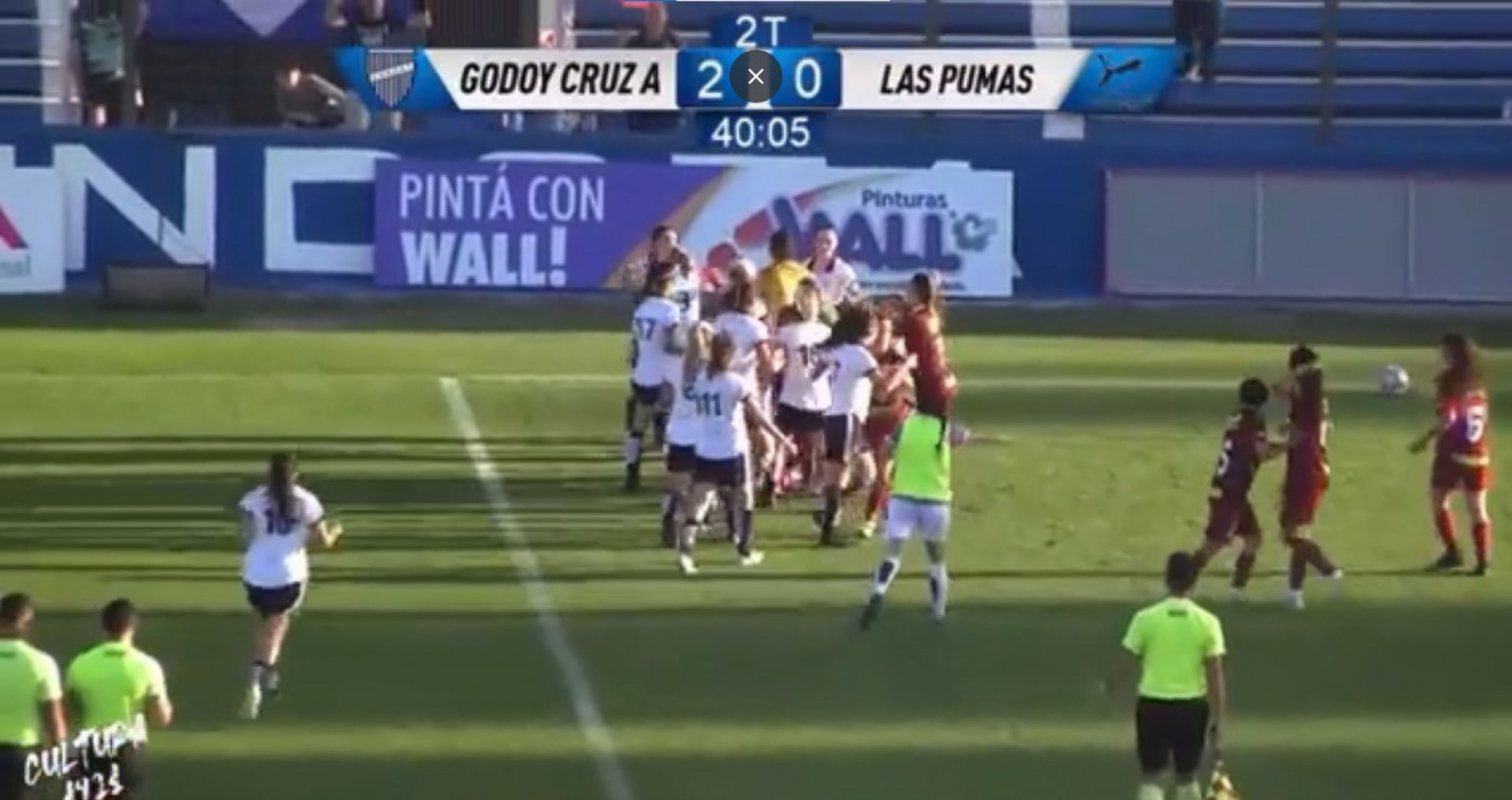 Vídeo! Partida de futebol feminino termina em briga com direito a socos e puxões de cabelo