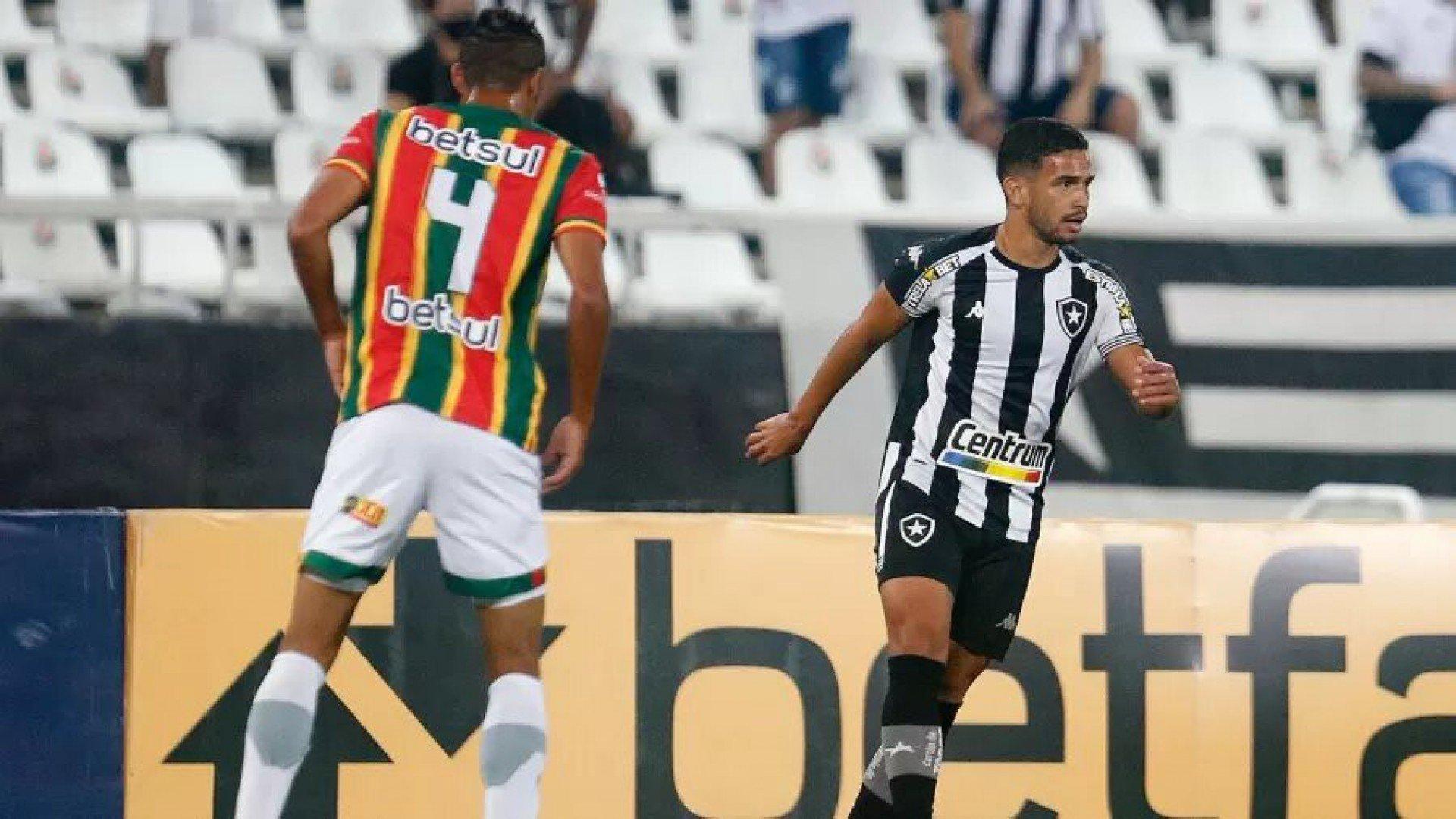 Marco Antônio exalta vitória do Botafogo e destaca que objetivo está sendo alcançado 'aos poucos'