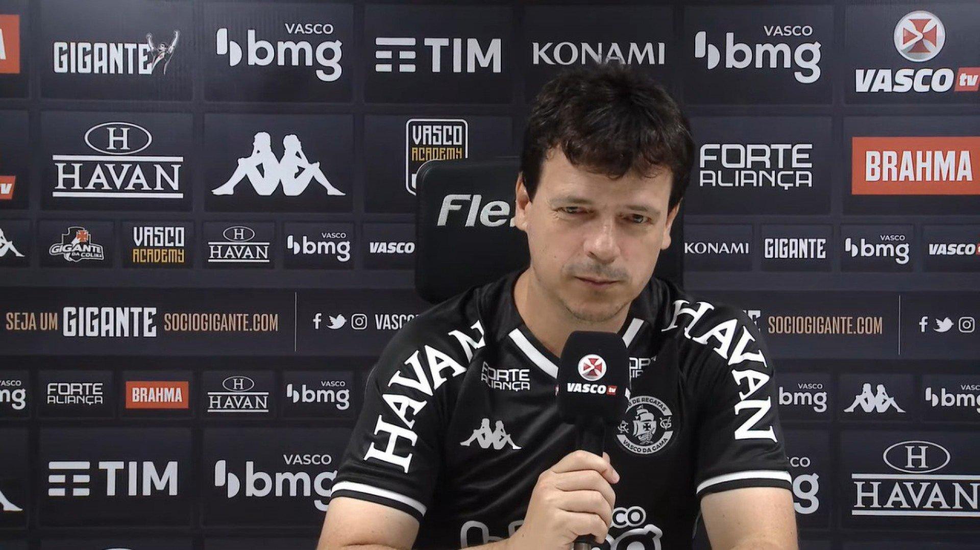 Fernando Diniz exalta atuação do Vasco e destaca presença da torcida: 'Foi um momento mágico'