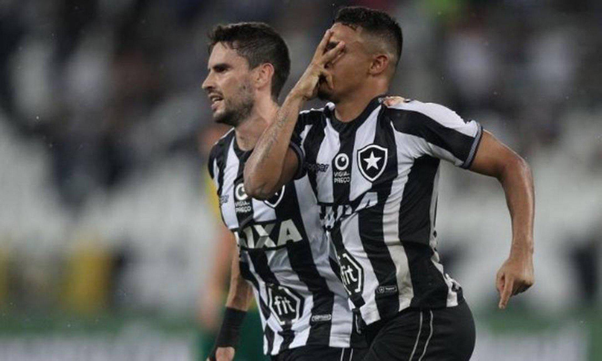 Ex-atacante do Botafogo se declara ao clube e revela desejo de retorno: 'Espero que aconteça em alto nível'