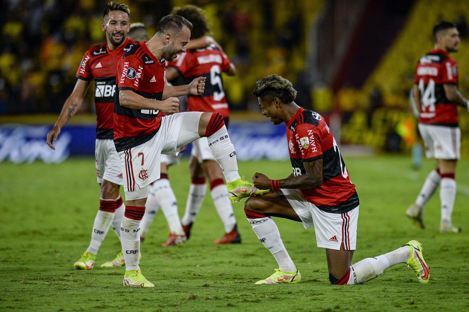 Denílson projeta final da Libertadores e destaca: 'Esteticamente, Flamengo joga melhor que o Palmeiras'
