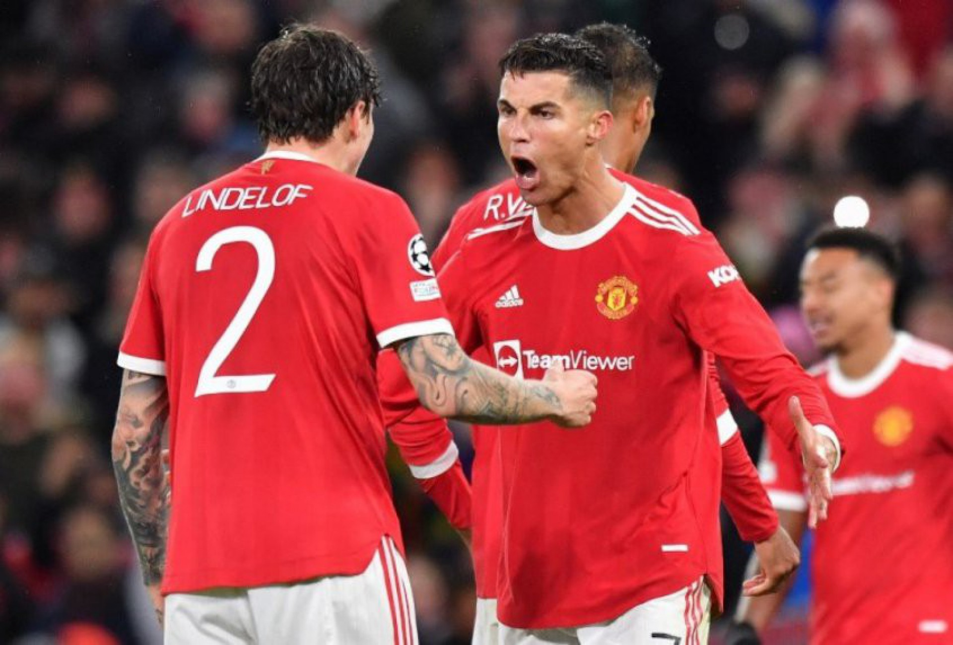 Cristiano Ronaldo marca nos acréscimos e Manchester United vence Villarreal pela Champions League