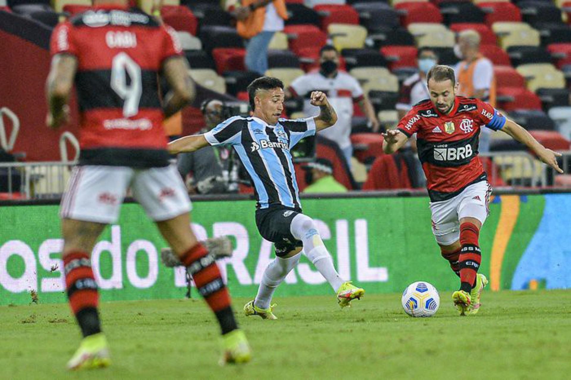 Flamengo é denunciado por cânticos homofóbicos em jogo da Copa do Brasil