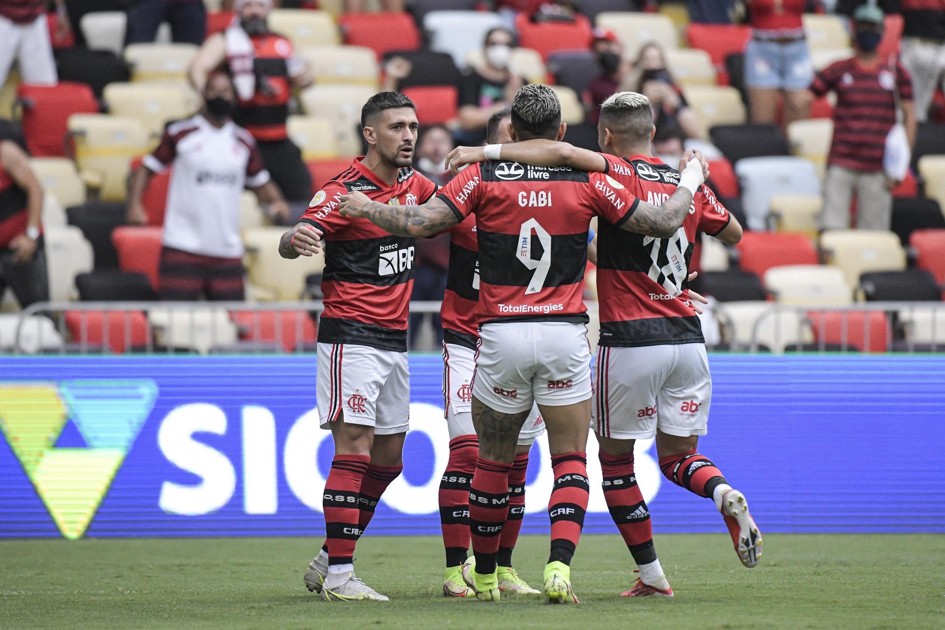 'O Benfica é maior que o Flamengo', afirma comentarista