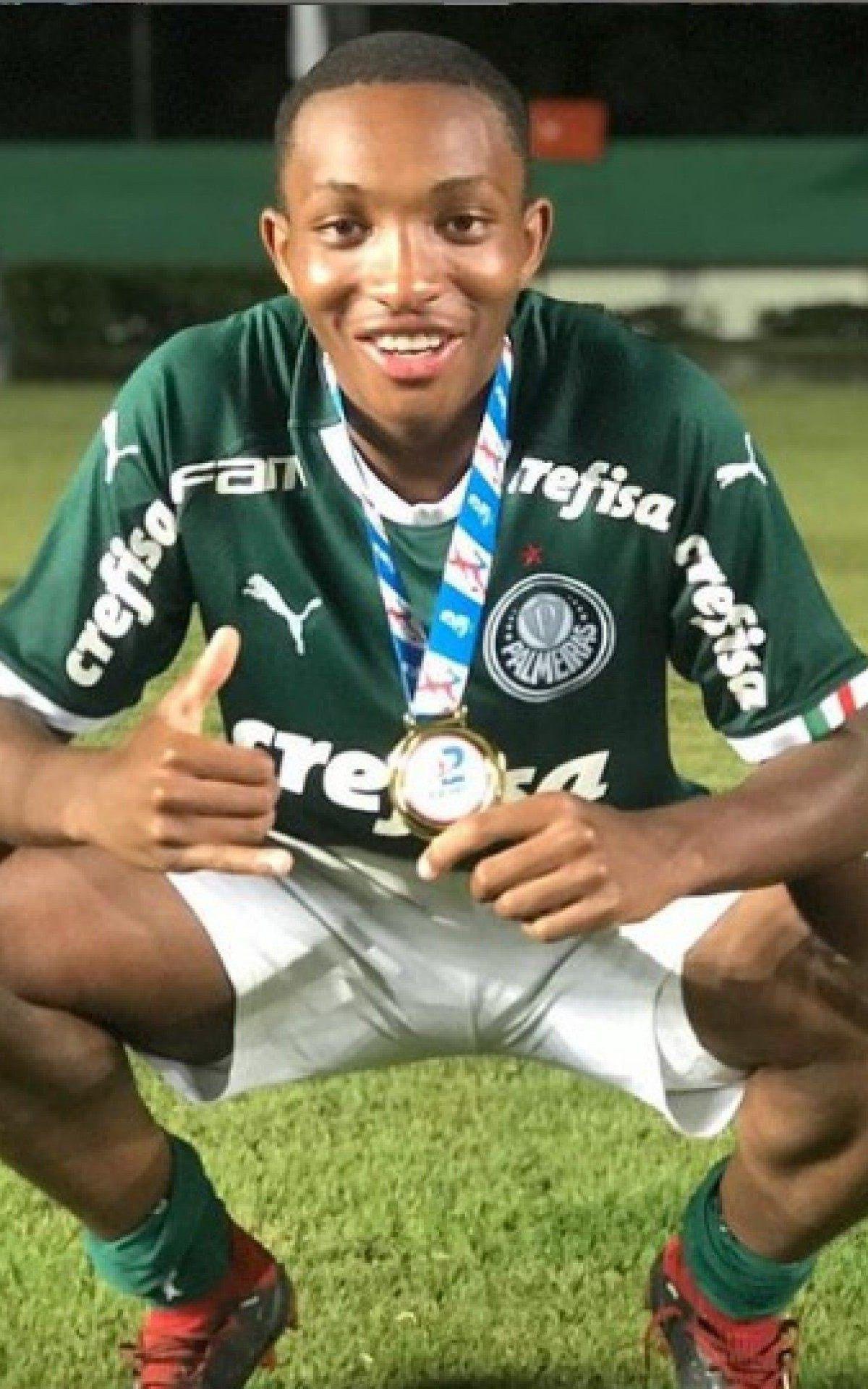 Volante Gabriel Jesus, de 17 anos, estava na base do Palmeiras
