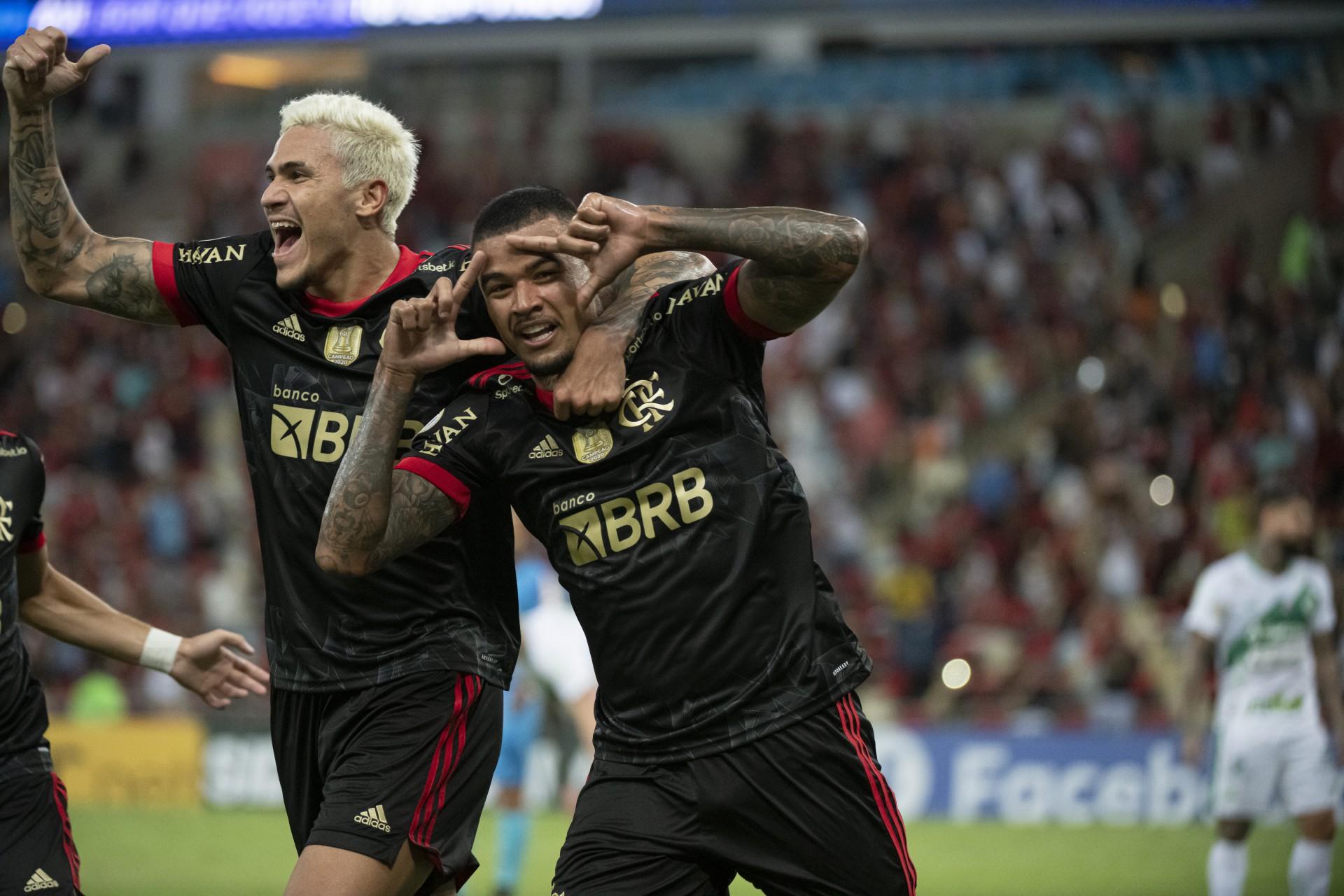 Com 'show' de Andreas Pereira e fim de jejum de gol de falta, Flamengo vence o Juventude