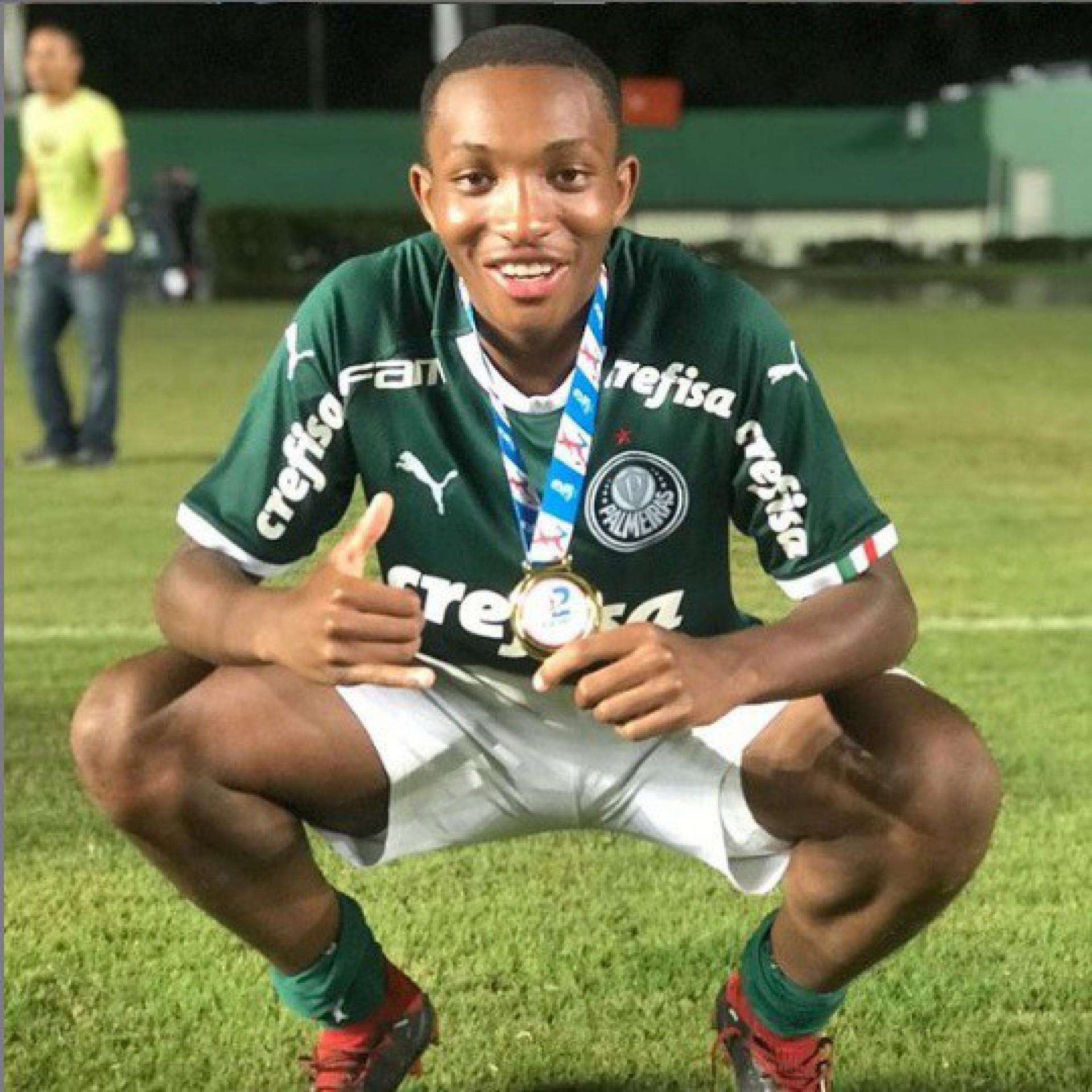 Volante Gabriel Jesus, de 17 anos, estava na base do Palmeiras - Reprodução