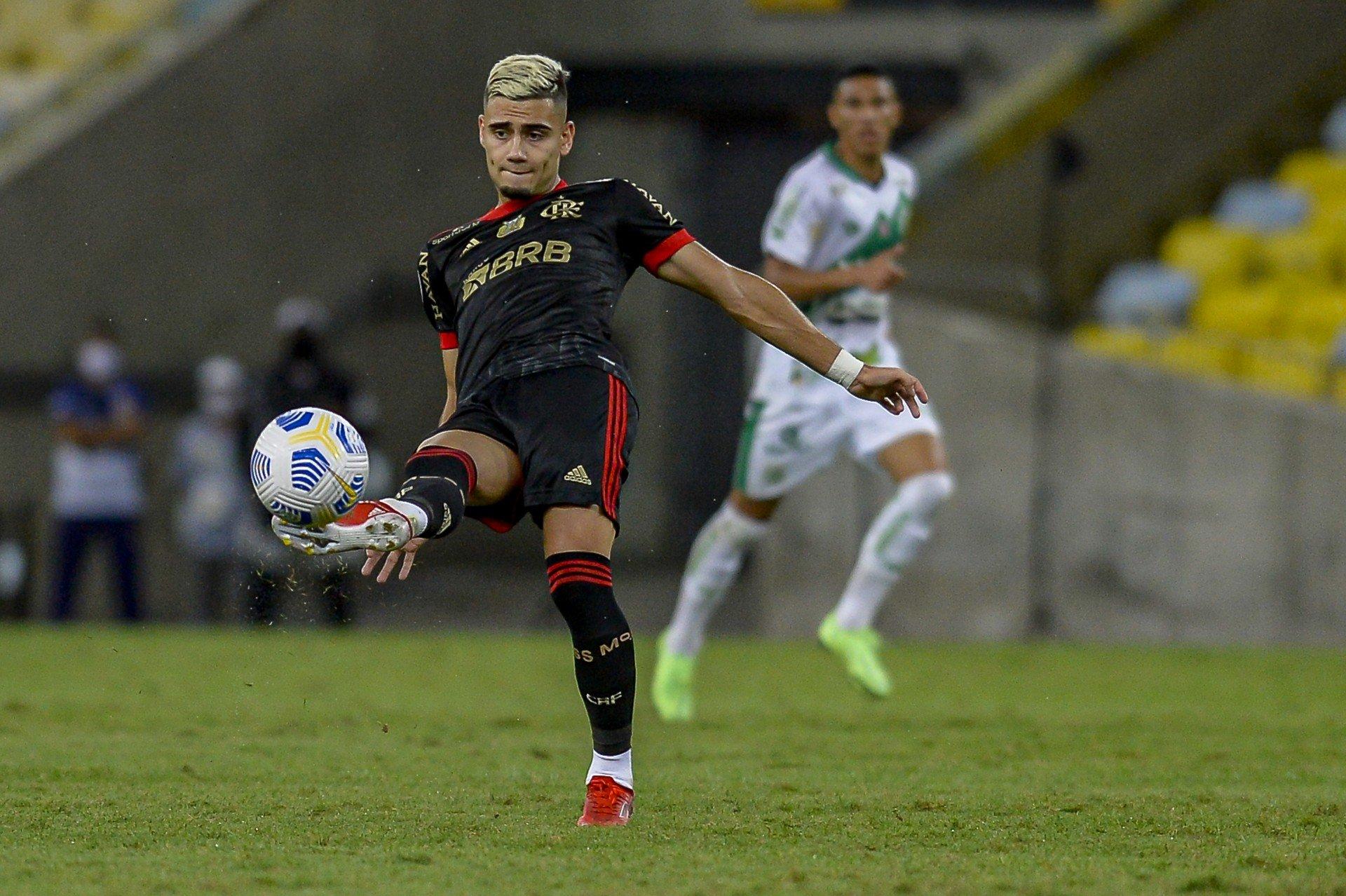 Após fazer golaço de falta, Andreas Pereira pode desfalcar o Flamengo por seis partidas