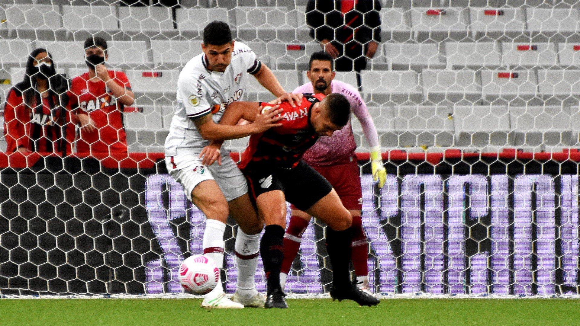 Zagueiro do Fluminense mostra rosto inchado após vitória: 'Três pontos e um galo'
