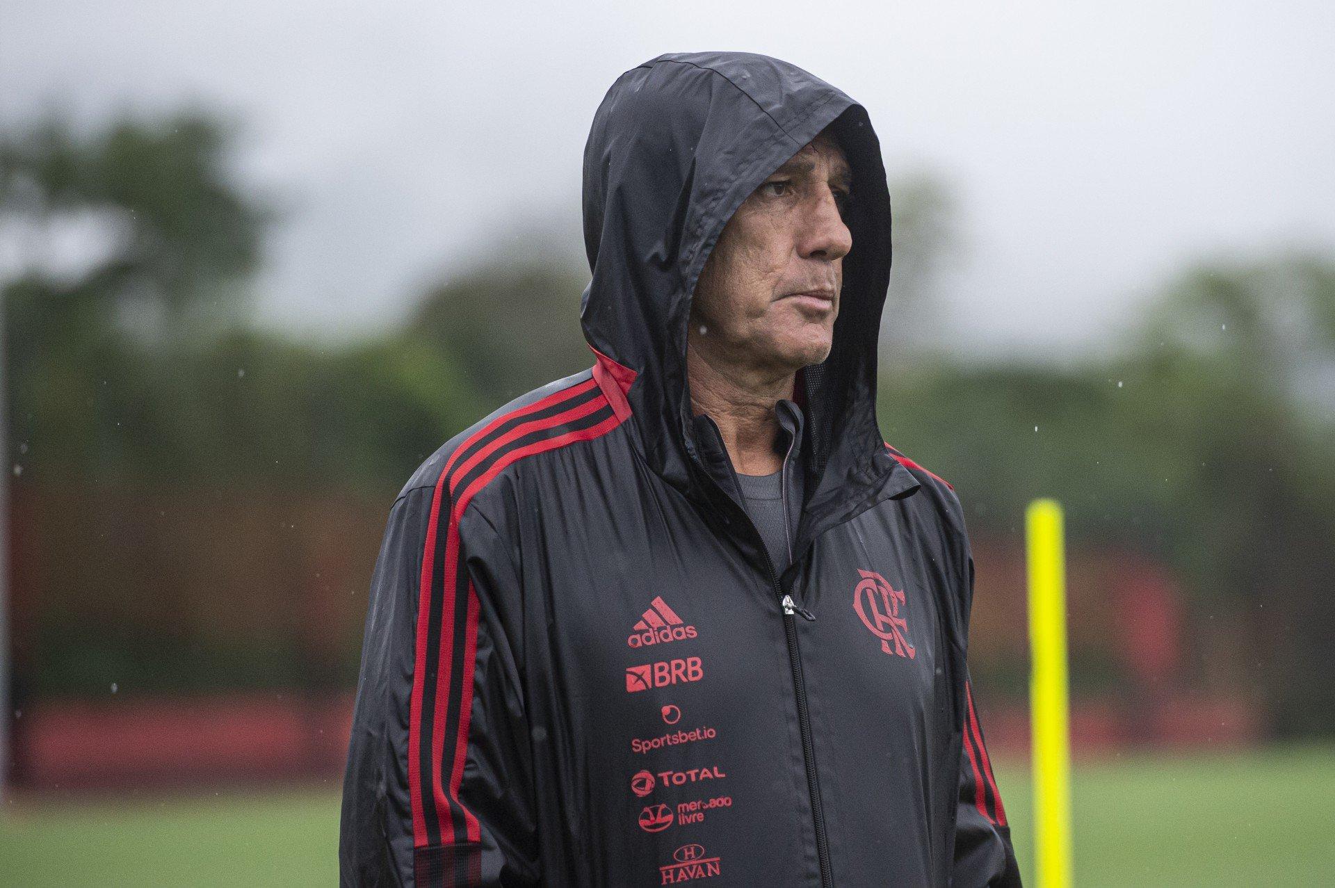 Medalhão participa de treino e será relacionado para jogo do Flamengo pela Copa do Brasil