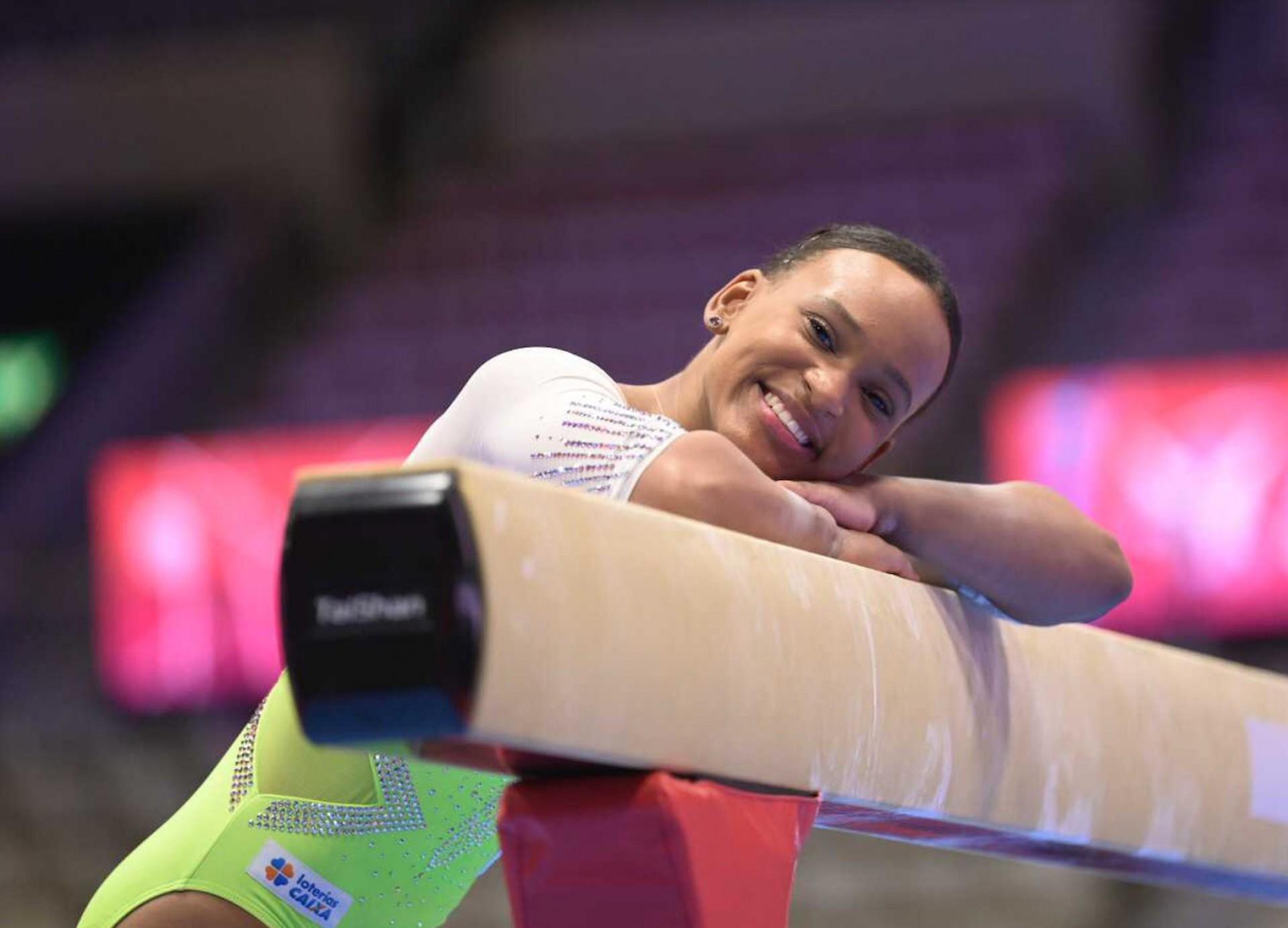 Rebeca Andrade garante vaga em três finais no Mundial de Ginástica Artística