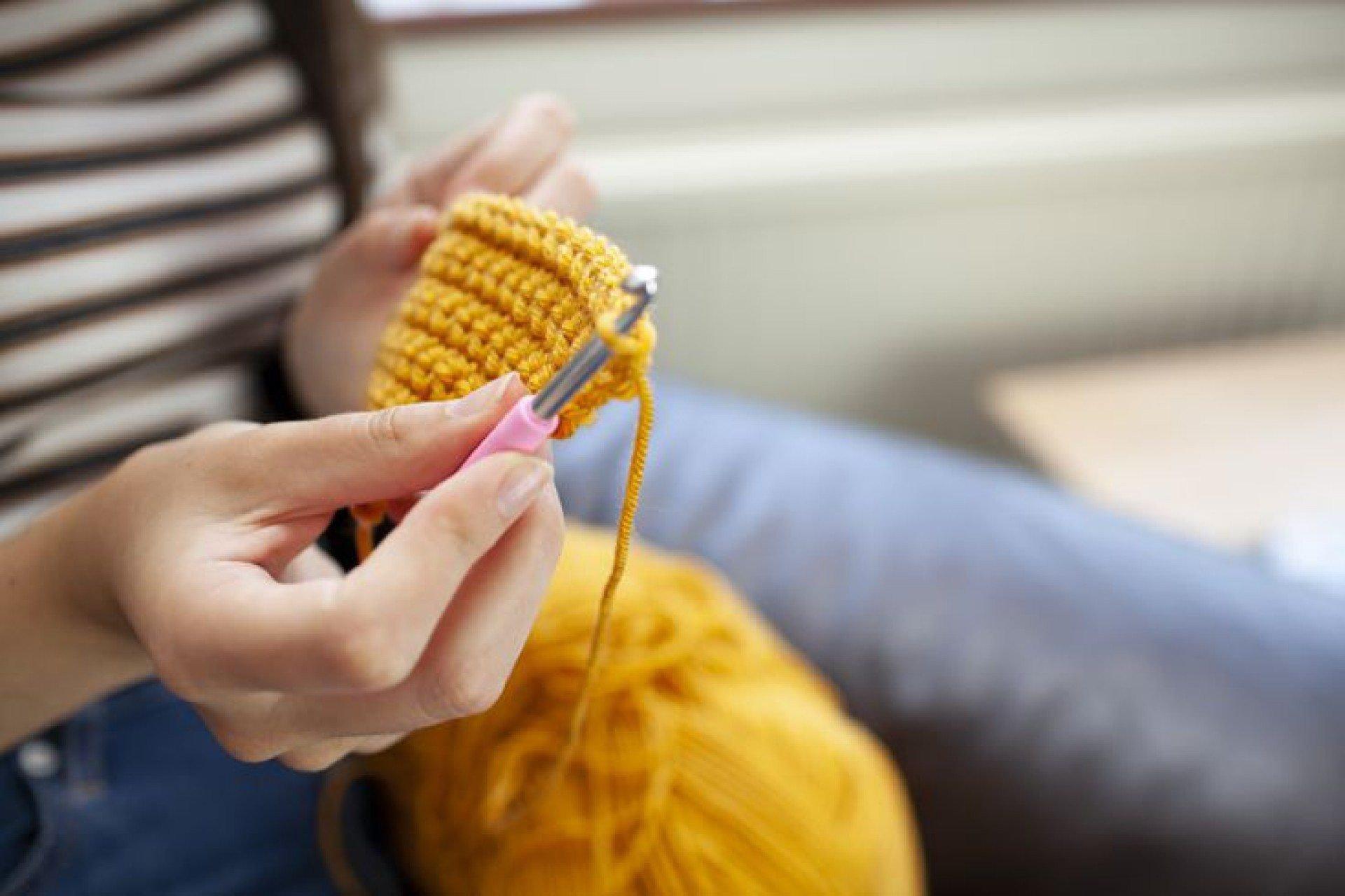 Moda crochê: saiba como explorar as peças de forma elegante e jovial