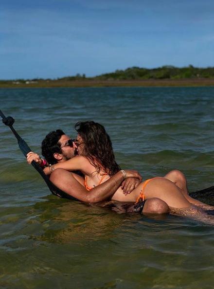 Thaila Ayala e Renato Góes curtem férias em Jericoacoara com clima de romance