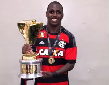 Cafu com o troféu da Copinha de 2016