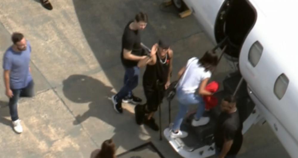 Neymar recebe alta e viaja de helicóptero para o Rio de Janeiro