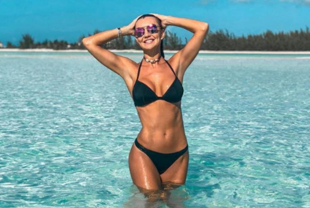 Ana Paula Siebert exibe corp�o nas Ilhas Turcas e Caicos