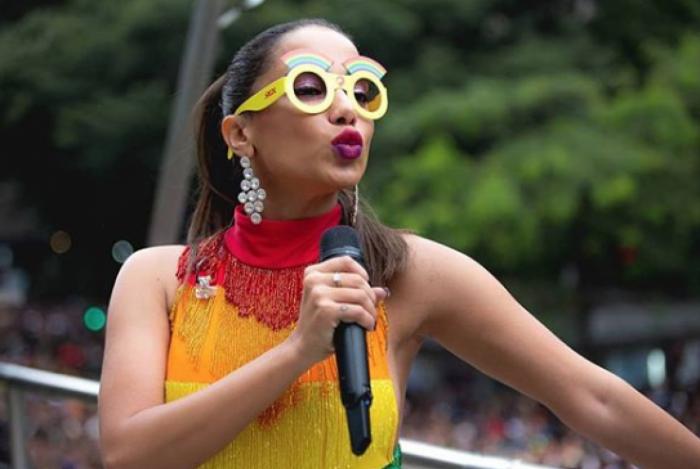 Anitta agita multid�o na parada LGBT pelo segundo ano seguido