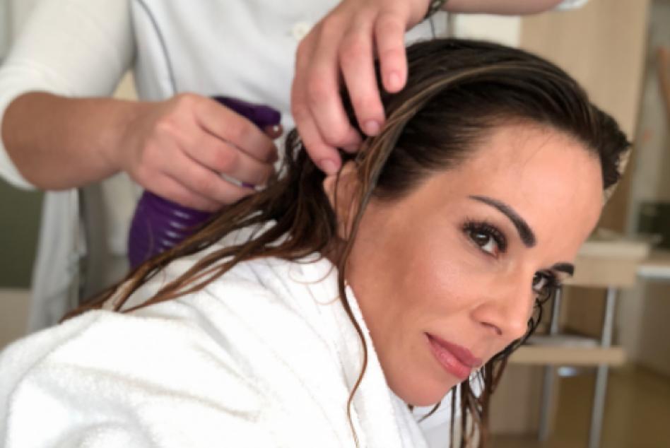 Ana Furtado faz tratamento para evitar queda de cabelo com quimioterapia
