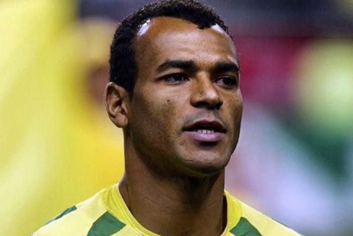 Cafu foi capitão na conquista do pentacampeonato em 2002