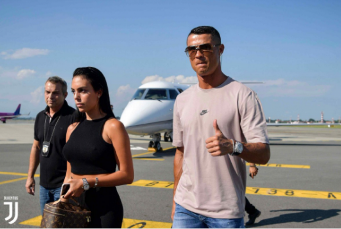 Cristiano Ronaldo desembarca na Itália