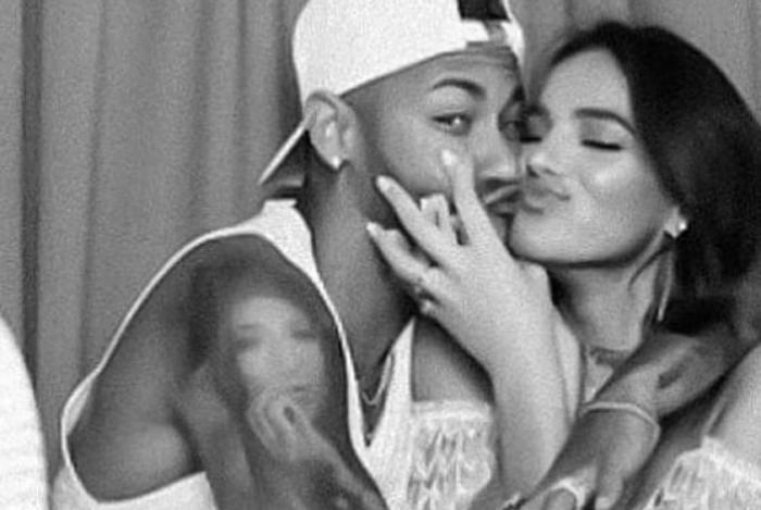 Bruna Marquezine e Neymar se divertem na festa de aniversário da atriz