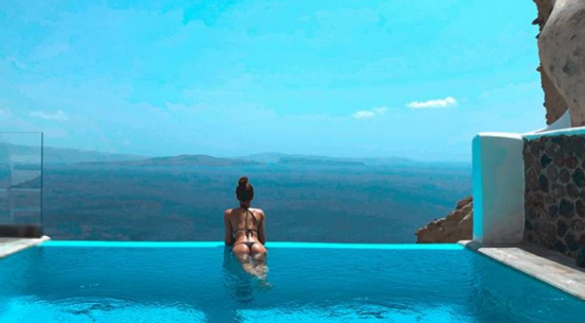 Marina Ruy Barbosa na Ilha de Santorini