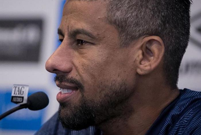Léo Moura encerrou a polêmica sobre encerrar a carreira no Flamengo