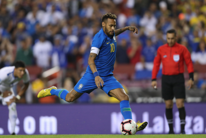 Neymar marcou o primeiro na goleada do Brasil