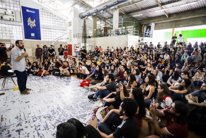 Guilherme Boulos (PSOL) em sabatina com estudantes na PUC-Rio
