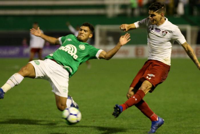 Fluminense venceu a Chape e se afastou de vez da zona de rebaixamento