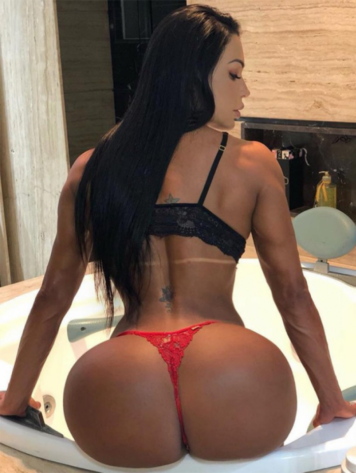 Gracyanne Barbosa mostra toda sua exuberância nas redes sociais