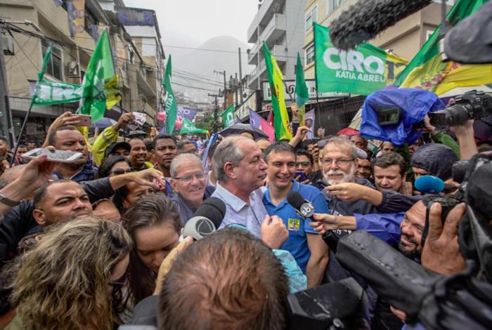 Ciro Gomes em visita à Rocinha nesta sexta-feira