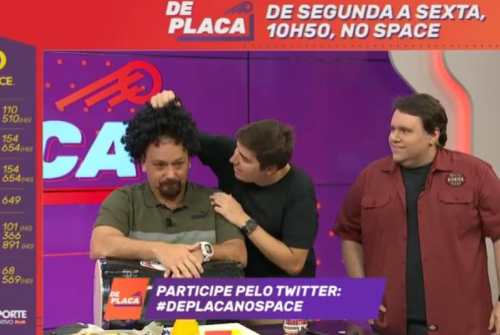 Alê Oliveira teve peruca arrancada ao vivo