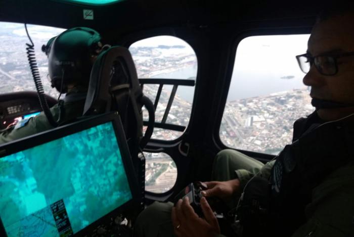 Equipes do Grupamento Aeromóvel sobrevoam a Região Central do Rio