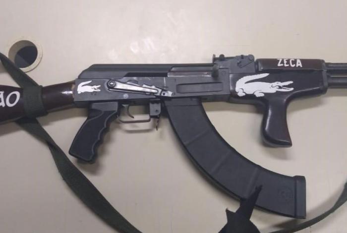 Fuzil AK-47 apreendido em ação no bairro Cavalcanti