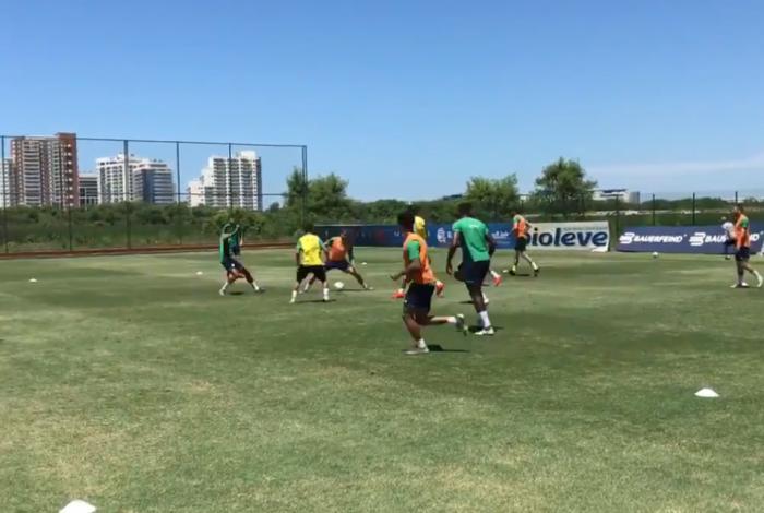 Fluminense volta a treinar após protesto por atrasados