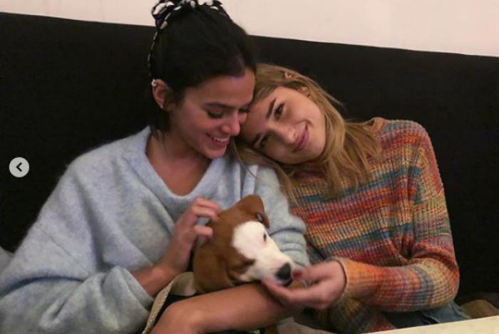 Bruna Marquezine e Sasha com nova cachorrinha