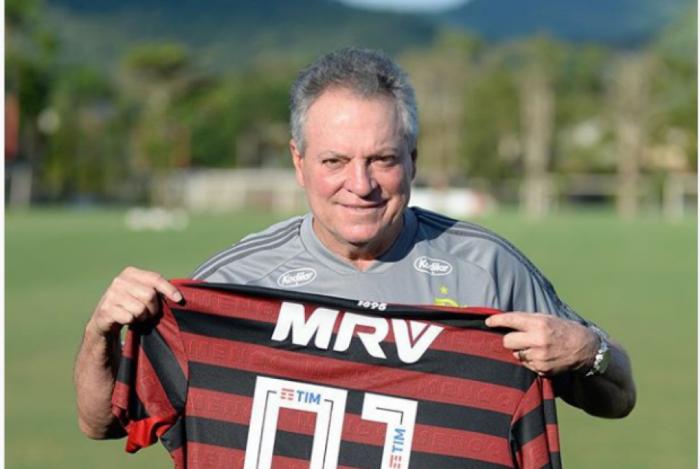 Abel Braga se emocionou com a homenagem de seus jogadores