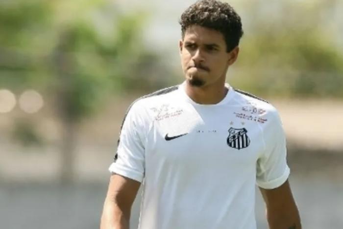 Lucas Veríssimo projeta partida contra o Vasco