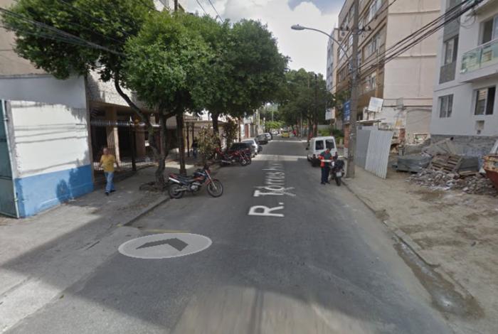 Policiais militares foram surpreendidos na Rua Torres Homem, próximo à comunidade dos Macacos, em Vila Isabel